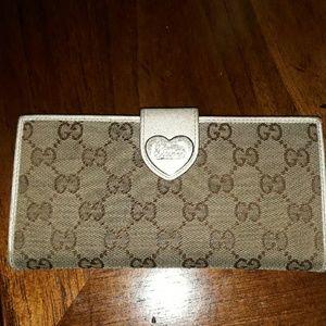 Vintage Gucci wallet GG signature
